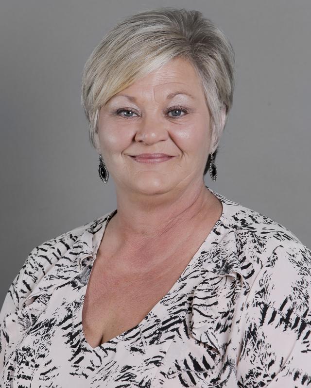 Tina Yelverton : Advertising Manager